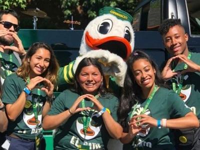 UO student volunteers and the duck